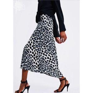 {Zara}Animal Print Skirt